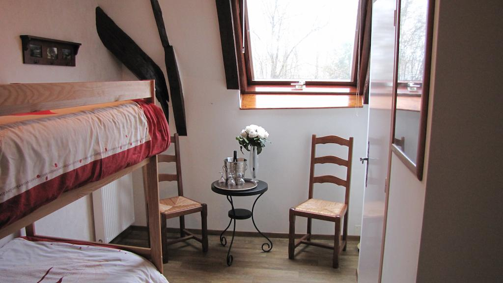 double room with 2 bunk beds - chambre d'hôtes near aurillac - le